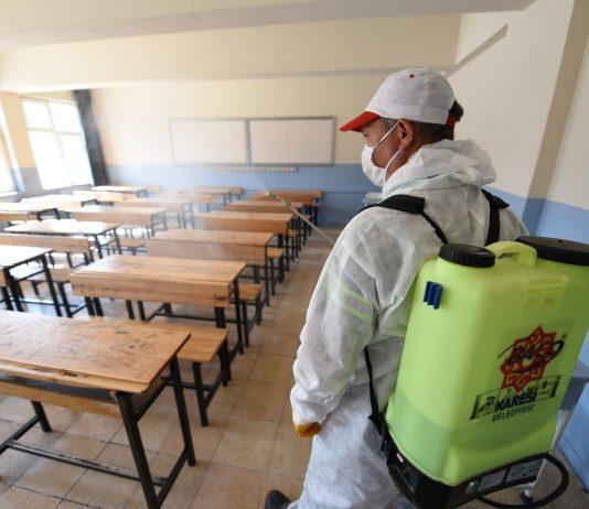 Karesi Belediyesi, pandemi döneminde 20 Haziran Cumartesi günü uygulanacak olan Liselere Giriş Sınavı (LGS) öncesinde sınav yapılacak okullarda dezenfeksiyon işlemi gerçekleştiriyor. Dezenfekte edilecek olan 26 okul öğrencilerin sağlığı için sınava hazır hale getirilecek.