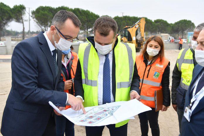 Balıkesir Büyükşehir Belediyesi, trafik kurallarına duyarlı bir nesil yetiştirme hedefiyle inşa ettiği trafik eğitim alanı tamamlanmak üzere. 10 bin 36 metrekare alan üzerinde yapılan ve minyatür bir şehrin canlandırılacağı parkta çalışmalar sona yaklaştı.